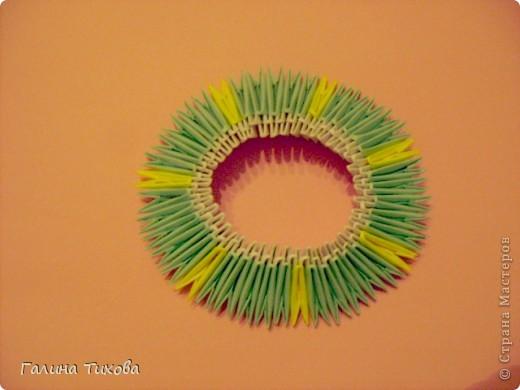 Для создания такой тарелки мне потребовалось: 1679 модулей: 636 белых, 536 голубых, 507 жёлтых. фото 6