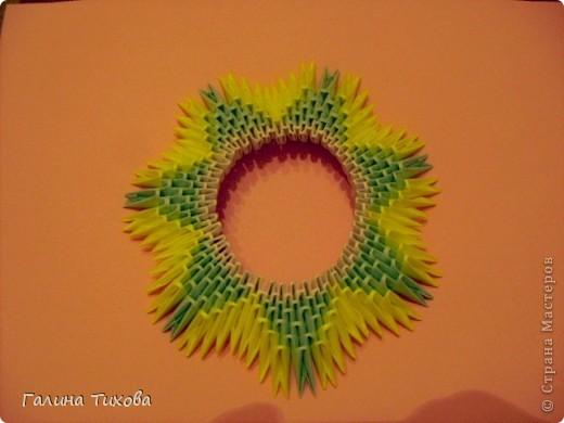 Для создания такой тарелки мне потребовалось: 1679 модулей: 636 белых, 536 голубых, 507 жёлтых. фото 9