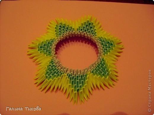 Для создания такой тарелки мне потребовалось: 1679 модулей: 636 белых, 536 голубых, 507 жёлтых. фото 10
