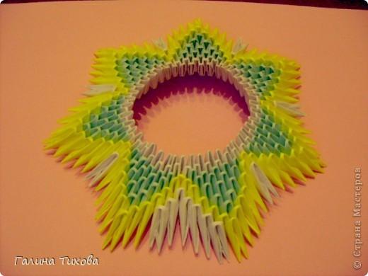 Для создания такой тарелки мне потребовалось: 1679 модулей: 636 белых, 536 голубых, 507 жёлтых. фото 12