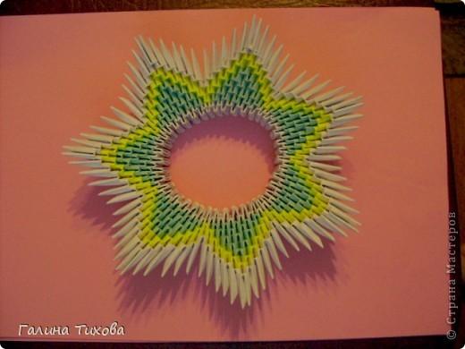 Для создания такой тарелки мне потребовалось: 1679 модулей: 636 белых, 536 голубых, 507 жёлтых. фото 14