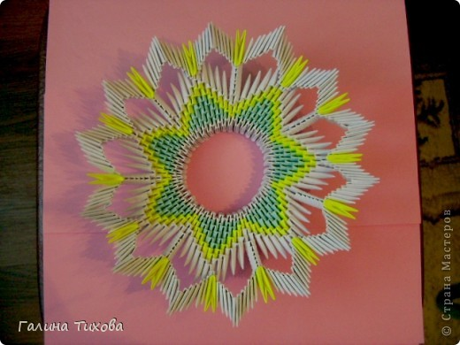 Для создания такой тарелки мне потребовалось: 1679 модулей: 636 белых, 536 голубых, 507 жёлтых. фото 21