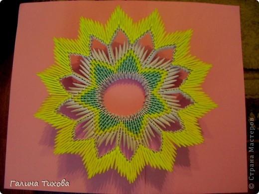 Для создания такой тарелки мне потребовалось: 1679 модулей: 636 белых, 536 голубых, 507 жёлтых. фото 23