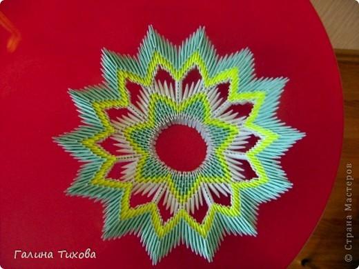 Для создания такой тарелки мне потребовалось: 1679 модулей: 636 белых, 536 голубых, 507 жёлтых. фото 25