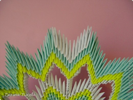 Для создания такой тарелки мне потребовалось: 1679 модулей: 636 белых, 536 голубых, 507 жёлтых. фото 26