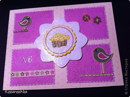 Первая открыточка: бумага из детской серии, салфетка, затонированная зеленым цветом, вощеная нить, два вида тесьмы, бордюрный дырокол, сезаль, стразина в виде сердца, пудра и фен для эмбоссинга.  фото 5