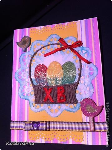 Первая открыточка: бумага из детской серии, салфетка, затонированная зеленым цветом, вощеная нить, два вида тесьмы, бордюрный дырокол, сезаль, стразина в виде сердца, пудра и фен для эмбоссинга.  фото 2