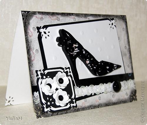 Идея использования туфельки на открытке не принадлежит мне, но так захотелось сделать открытку с одним из самых женственных атрибутов дамского гардероба. Родилась такая открытка в черно-белых тонах  фото 1