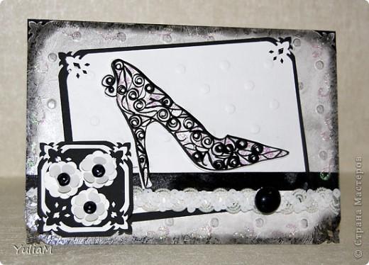 Идея использования туфельки на открытке не принадлежит мне, но так захотелось сделать открытку с одним из самых женственных атрибутов дамского гардероба. Родилась такая открытка в черно-белых тонах  фото 2
