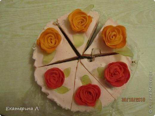 """Вот такой вот """"Мыльный торт"""". Когда я его дарила друзьям почти все хотели откусить. Пахнет вкусно  и на вид не отличить от торта! фото 2"""