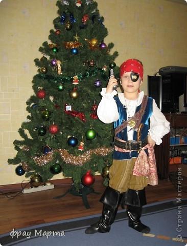 Отважный пират! Этот костюм шился в 2010 году для сына знакомой на садиковский утренник. Позднее костюм был доработан и дополнен новыми деталями. Думаю это уже окончательный вариант. фото 2