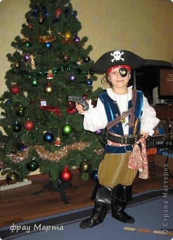 Отважный пират! Этот костюм шился в 2010 году для сына знакомой на садиковский утренник. Позднее костюм был доработан и дополнен новыми деталями. Думаю это уже окончательный вариант. фото 1