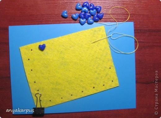 Когда дочурка (ей 9 лет) увидела как я делаю свою открытку по скетчу http://stranamasterov.ru/node/168990, то тоже захотела принять участие в конкурсе. И вот представляем результат (уж очень дочке по душе шитье по фелту): фото 4