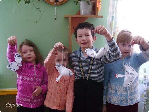 Это мы с садиковыми малышами лепили из солёного теста( тема - эмоции) фото 8