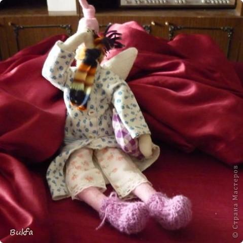 Девочки, показываю вам свою первую Тильду. Знаю, что получилась уродушка, но дочь говорит «ВАУ». Ей понравилась, к ней и уедет!  ----------------- Ириш, Феечка, а я Уродушке новые штанишки сшила!!! фото 1