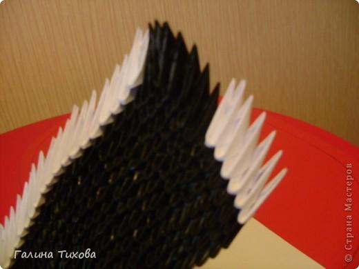 На изготовление этого лебедя мне понадобилось 1478 модулей, клеевой термопистолет, чёрная алкидная аэрозольная эмаль и чуть-чуть терпения… фото 38
