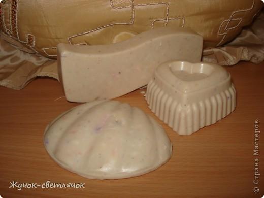 Это из моих неудавшихся камней. Получилось мыло с глиной. Отдушка Роза.  фото 1