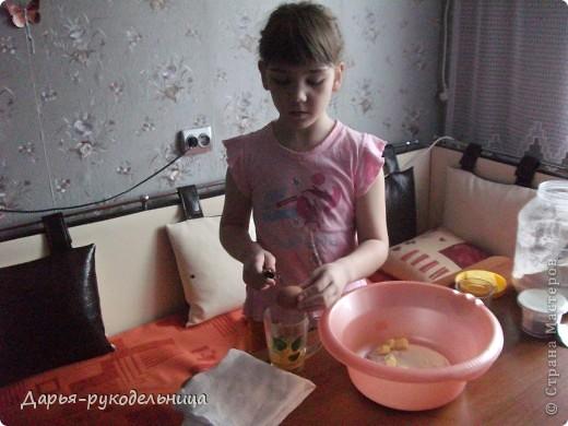 Я сейчас у бабушки потому что у нас каникулы.И решила для мамы сделать сюрприз,испечь кексы и пригласить на чай маму и папу. фото 7