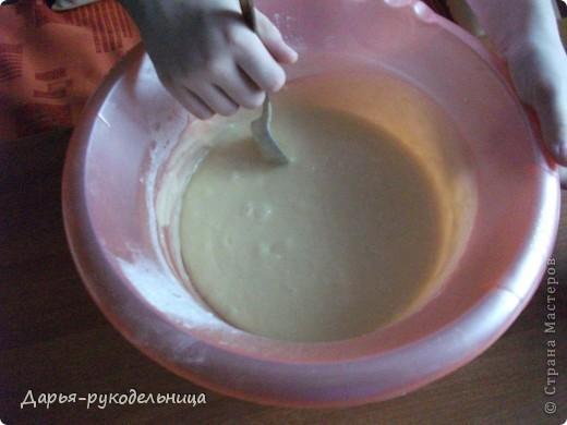 Я сейчас у бабушки потому что у нас каникулы.И решила для мамы сделать сюрприз,испечь кексы и пригласить на чай маму и папу. фото 15