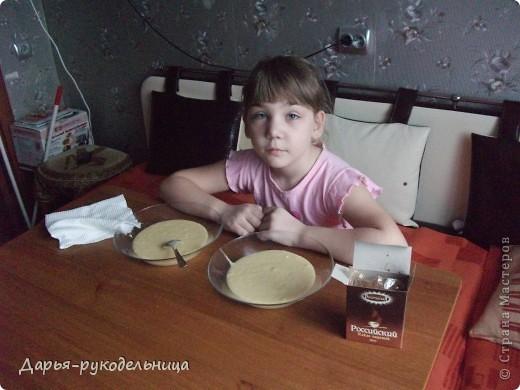 Я сейчас у бабушки потому что у нас каникулы.И решила для мамы сделать сюрприз,испечь кексы и пригласить на чай маму и папу. фото 16