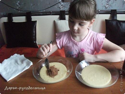 Я сейчас у бабушки потому что у нас каникулы.И решила для мамы сделать сюрприз,испечь кексы и пригласить на чай маму и папу. фото 17