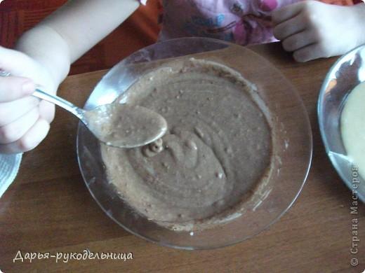 Я сейчас у бабушки потому что у нас каникулы.И решила для мамы сделать сюрприз,испечь кексы и пригласить на чай маму и папу. фото 18