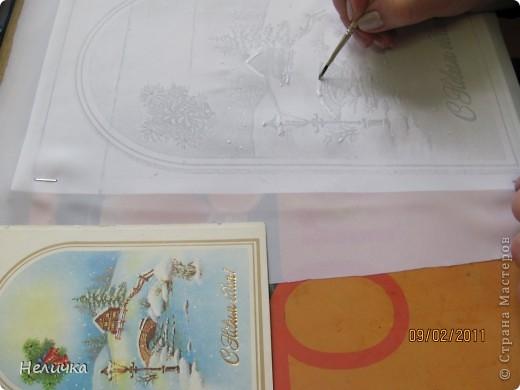 Такие картины я рисую уже более десяти лет. Эта упрощенная форма батика. Для настоящего батика нужны специальные дорогие краски, контур, ткань. Я рисую по ткани клеем ПВА и акварелью. Когда-то давным-давно, люди разрисовывали ткани вручную. И способов росписи существовало множество. Узоры наносились на ткань кисточкой, деревянными штампами – набойками или специальным составом, который позволял расписывать ткань не всю сразу, а по частям. Последним способом рисовало по ткани малайское племя батраков, откуда и пошло название росписи – батик.  фото 5