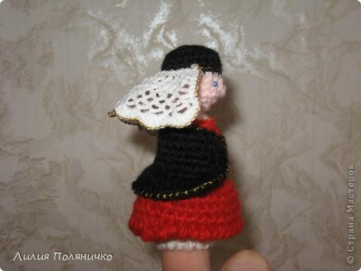 """Вот такую пальчиковую куклу я вязала на Конкурс """"Образ женщины (матери) в национальном костюме"""" Дарьи Никулиной http://darnika.ru/2011/03/vesennij-konkurs-golosovanie/ фото 2"""