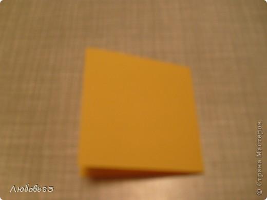 """Рамка из плотной бумаги для черчения. Фон - оранжевый картон, поверх которого накрахмаленные нити. Композиция из бабочек и листьев из бумаги и трёх декоративных прозрачных камешков - """"куколки"""" будущих бабочек. фото 3"""