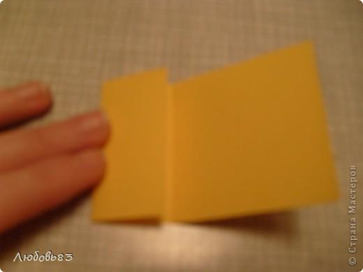 """Рамка из плотной бумаги для черчения. Фон - оранжевый картон, поверх которого накрахмаленные нити. Композиция из бабочек и листьев из бумаги и трёх декоративных прозрачных камешков - """"куколки"""" будущих бабочек. фото 5"""