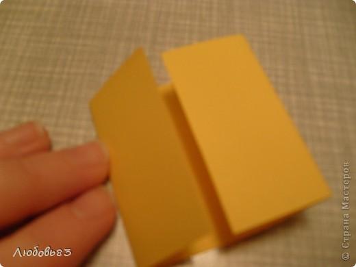 """Рамка из плотной бумаги для черчения. Фон - оранжевый картон, поверх которого накрахмаленные нити. Композиция из бабочек и листьев из бумаги и трёх декоративных прозрачных камешков - """"куколки"""" будущих бабочек. фото 6"""