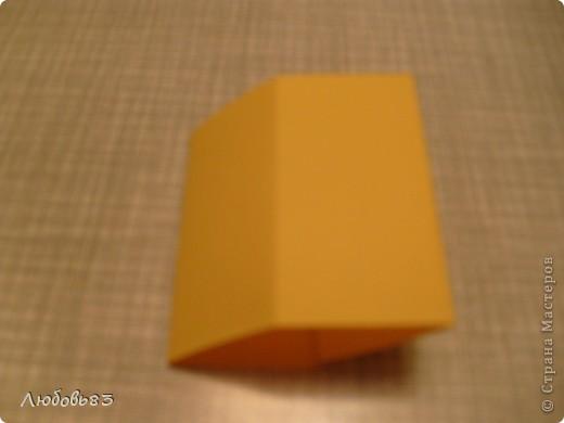 """Рамка из плотной бумаги для черчения. Фон - оранжевый картон, поверх которого накрахмаленные нити. Композиция из бабочек и листьев из бумаги и трёх декоративных прозрачных камешков - """"куколки"""" будущих бабочек. фото 7"""