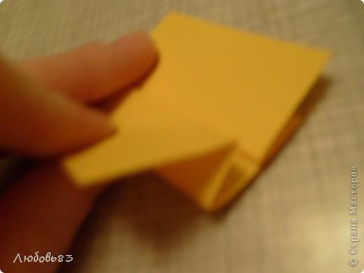 """Рамка из плотной бумаги для черчения. Фон - оранжевый картон, поверх которого накрахмаленные нити. Композиция из бабочек и листьев из бумаги и трёх декоративных прозрачных камешков - """"куколки"""" будущих бабочек. фото 8"""