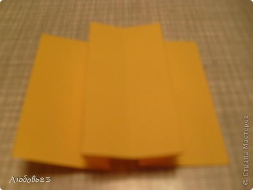 """Рамка из плотной бумаги для черчения. Фон - оранжевый картон, поверх которого накрахмаленные нити. Композиция из бабочек и листьев из бумаги и трёх декоративных прозрачных камешков - """"куколки"""" будущих бабочек. фото 9"""