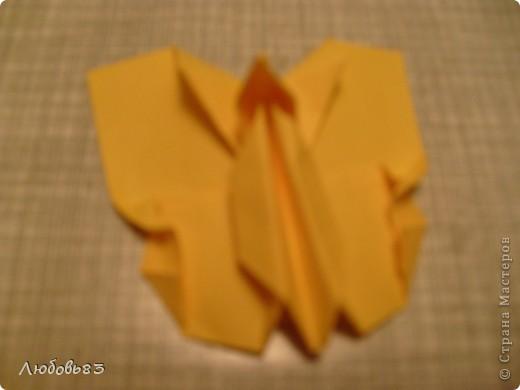 """Рамка из плотной бумаги для черчения. Фон - оранжевый картон, поверх которого накрахмаленные нити. Композиция из бабочек и листьев из бумаги и трёх декоративных прозрачных камешков - """"куколки"""" будущих бабочек. фото 21"""