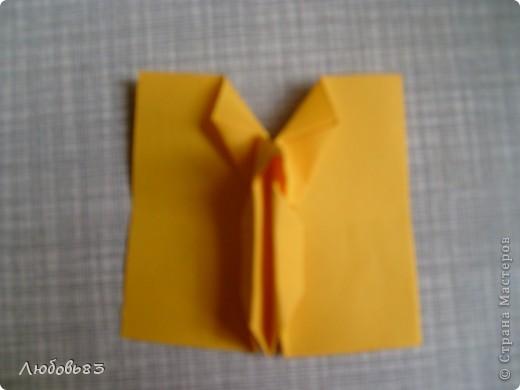 """Рамка из плотной бумаги для черчения. Фон - оранжевый картон, поверх которого накрахмаленные нити. Композиция из бабочек и листьев из бумаги и трёх декоративных прозрачных камешков - """"куколки"""" будущих бабочек. фото 17"""