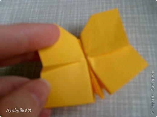 """Рамка из плотной бумаги для черчения. Фон - оранжевый картон, поверх которого накрахмаленные нити. Композиция из бабочек и листьев из бумаги и трёх декоративных прозрачных камешков - """"куколки"""" будущих бабочек. фото 18"""
