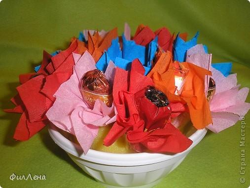 Не успевая испечь торт на день рождения племяннице, решила позаимствовать идею конфетного букетика на сайте. фото 11