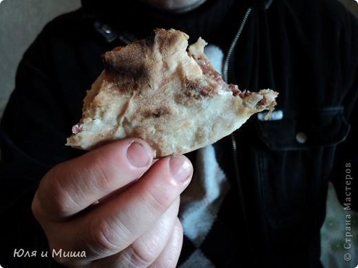 После лобио http://stranamasterov.ru/node/170751 осталось немного вареной фасоли. Так почему бы не сделать лобиани? Просто добавим в фасоль жареный лук, киндзу, перец, соль и этим всем начиним дрожжевое тесто. фото 4