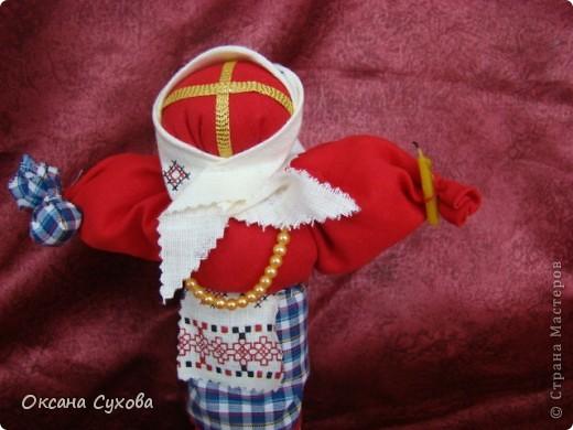 Кукла обрядовая. Делалается во время поста из ткани красного цвета, лицо украшает крест. Кукла вместе с куличом и крашенными яйцами ставилась на стол.  фото 2
