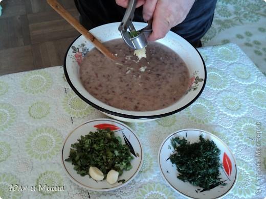 """Лобио (лобия) - блюдо грузинской кухни из зеленой стручковой или сухой фасоли, которое готовят по нескольким десяткам рецептов. В переводе с грузинского """"лобия"""" означает фасоль. Вкусовое разнообразие блюда достигается добавлением разных приправ. Самыми распространенными и постоянными компонентами являются лук, растительное масло и винный уксус. Мы как всегда предлагаем самый экономный из самых вкусных вариантов. :) фото 12"""