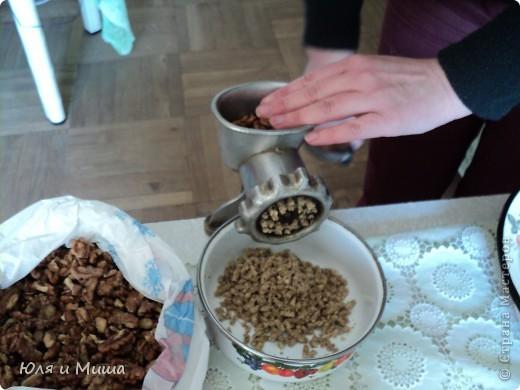 """Лобио (лобия) - блюдо грузинской кухни из зеленой стручковой или сухой фасоли, которое готовят по нескольким десяткам рецептов. В переводе с грузинского """"лобия"""" означает фасоль. Вкусовое разнообразие блюда достигается добавлением разных приправ. Самыми распространенными и постоянными компонентами являются лук, растительное масло и винный уксус. Мы как всегда предлагаем самый экономный из самых вкусных вариантов. :) фото 5"""
