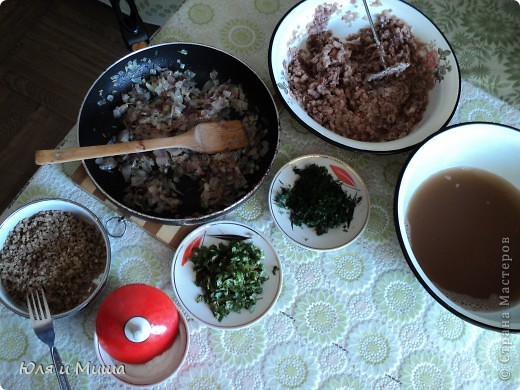 """Лобио (лобия) - блюдо грузинской кухни из зеленой стручковой или сухой фасоли, которое готовят по нескольким десяткам рецептов. В переводе с грузинского """"лобия"""" означает фасоль. Вкусовое разнообразие блюда достигается добавлением разных приправ. Самыми распространенными и постоянными компонентами являются лук, растительное масло и винный уксус. Мы как всегда предлагаем самый экономный из самых вкусных вариантов. :) фото 6"""