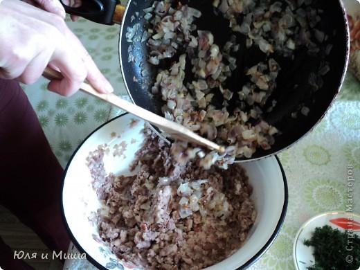 """Лобио (лобия) - блюдо грузинской кухни из зеленой стручковой или сухой фасоли, которое готовят по нескольким десяткам рецептов. В переводе с грузинского """"лобия"""" означает фасоль. Вкусовое разнообразие блюда достигается добавлением разных приправ. Самыми распространенными и постоянными компонентами являются лук, растительное масло и винный уксус. Мы как всегда предлагаем самый экономный из самых вкусных вариантов. :) фото 7"""