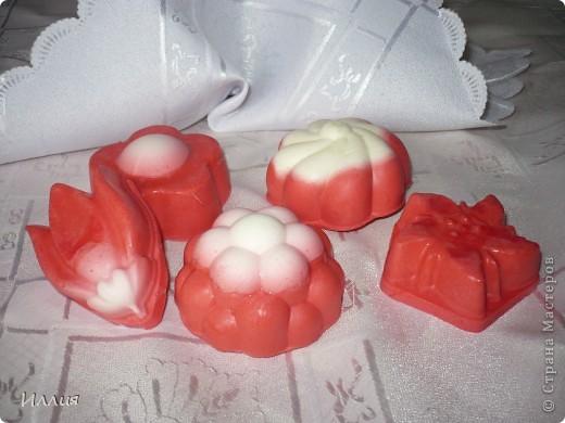 Эти мылки из детского мыла-перевар. Моя первая проба в 2-х цветах. фото 1