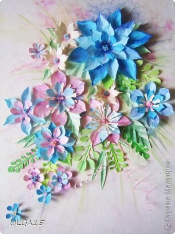 Фон выполнен на акварельной бумаге, цветы тоже подкрашены акварелью. фото 1