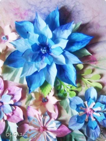 Фон выполнен на акварельной бумаге, цветы тоже подкрашены акварелью. фото 3