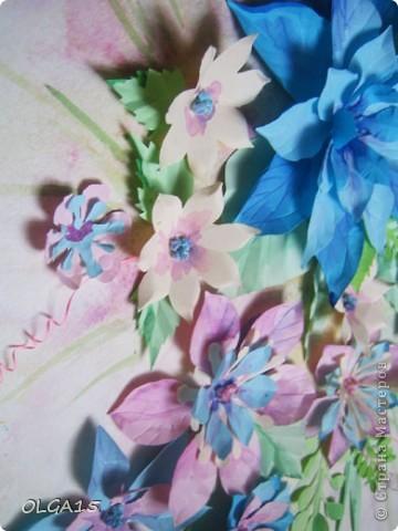 Фон выполнен на акварельной бумаге, цветы тоже подкрашены акварелью. фото 8