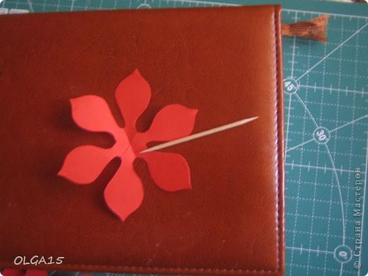 Фон выполнен на акварельной бумаге, цветы тоже подкрашены акварелью. фото 16