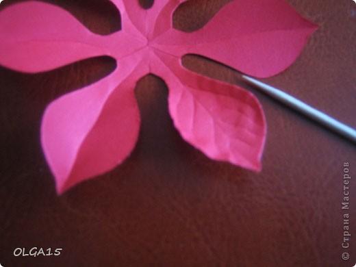 Фон выполнен на акварельной бумаге, цветы тоже подкрашены акварелью. фото 17